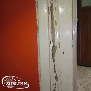 Dégâts de termites sur un encadrement de porte
